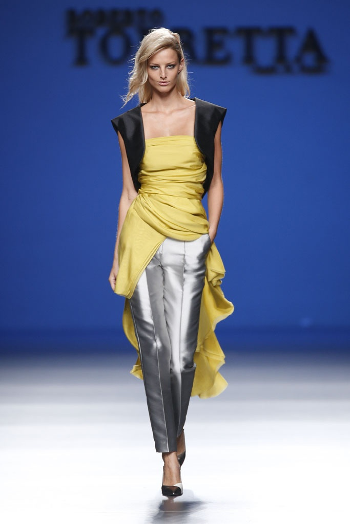 Light mustard and silver some black. The silver shade and material is not in your face, very sheikh for an evening out