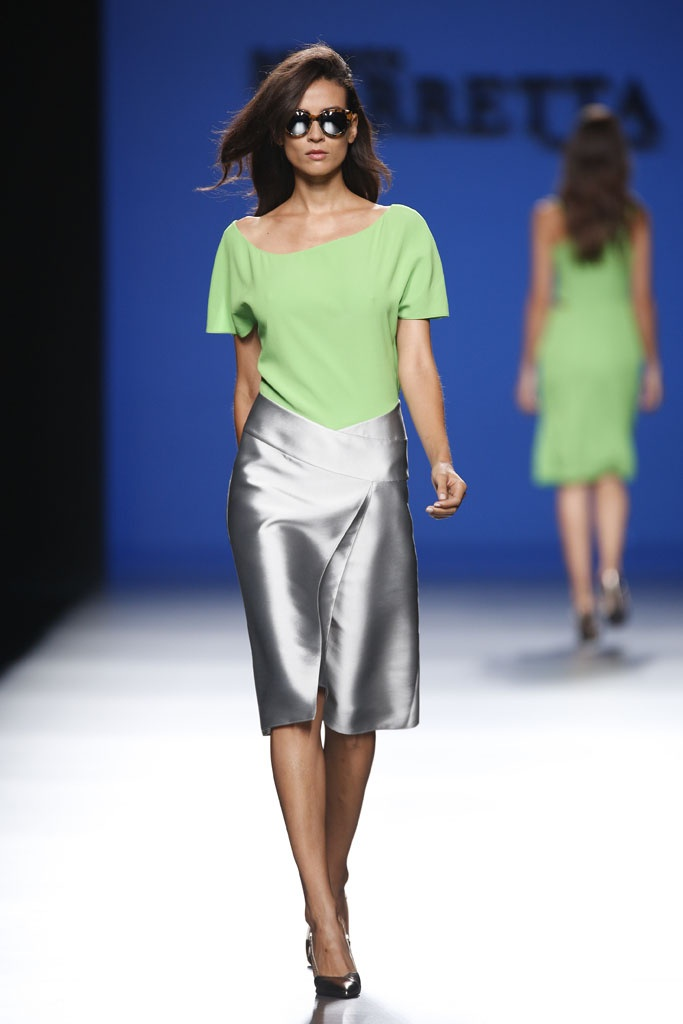 Kiwi green with silver, a summer feel. The  skirt is the hero, good choice for night out, because of the shine of the fabric the silhouette is basic and rest of the top and accessories should be subtle.