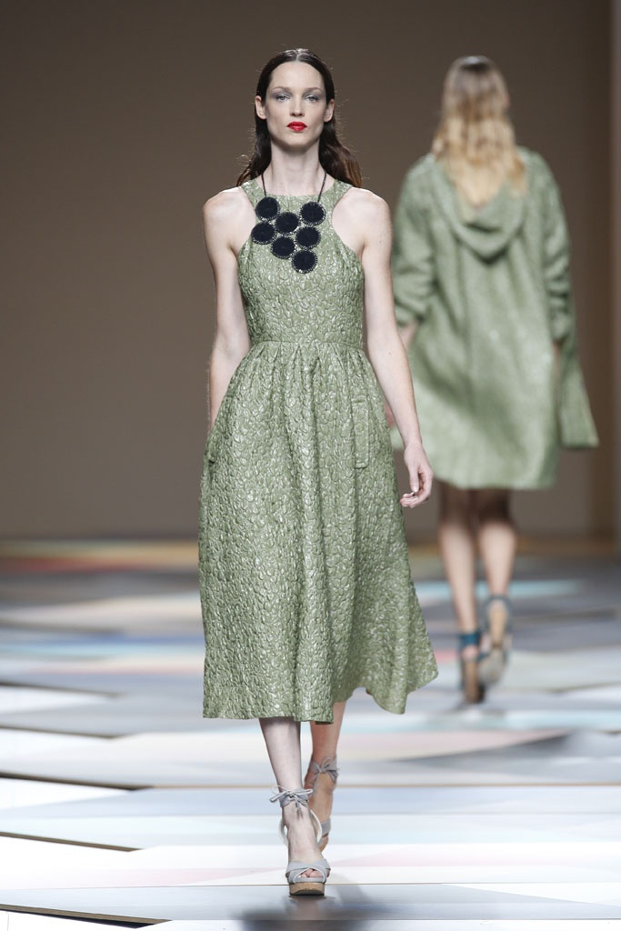 Textured olive green dress, a good pick for a fashion shoot